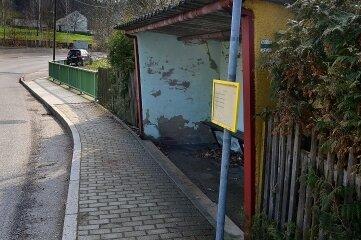 Das Buswartehäuschen in Weißthal soll neuen Putz und Farbe erhalten.