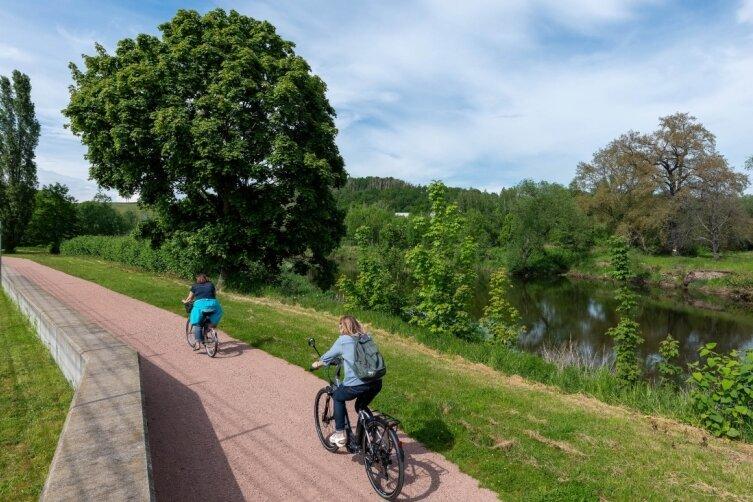 Hinter dem Rochlitzer Stadion könnte mit einer Brücke über die Mulde der Radweg aus Richtung Döhlen an den bestehenden Radweg angebunden werden.