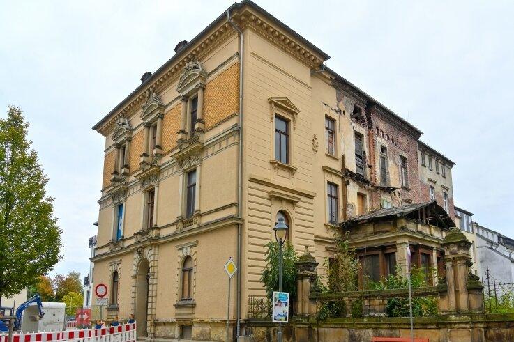 Für den Stadtpalast Solbrigplatz 1 gilt weiter Priorität 1, um das Haus zu erhalten und zu sanieren. Für die städtische Wohnungsbaugesellschaft ...