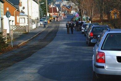 Die Klingenthaler Grenzstraße am Aschberg. In der Straßenmitte verläufteigentlich die Staatsgrenze.