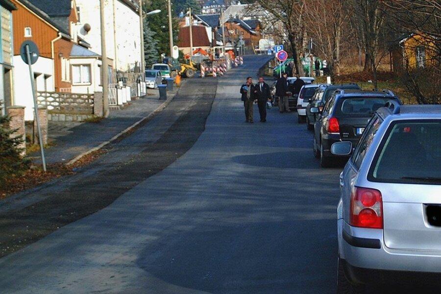 Die Klingenthaler Grenzstraße am Aschberg. In der Straßenmitte verläuft eigentlich die Staatsgrenze.