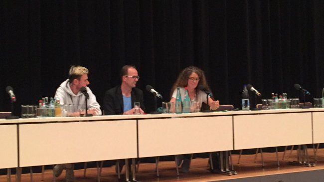 Christopher Möller, Geschäftsführer von Landstreicher Booking (links), und Sören Uhle von der CWE geben Auskunft.