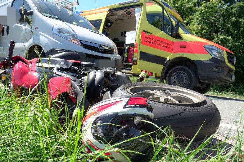 Ein 49 Jahre alter Motorradfahrer ist bei einem Zusammenstoß mit einem Audi am Freitvormittag in Pockau-Lengefeld schwer verletzt worden.