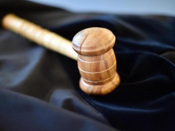 Wegen Unterschlagung und Betrugs war am Mittwoch ein Mann aus Meerane am Amtsgericht Hohenstein-Ernstthal angeklagt.