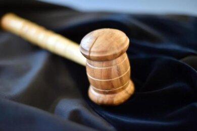 Weil er den Gesundheitsminister symbolisch ins Fadenkreuz nahm, musste sich ein Reichenbacher vor Gericht verantworten.