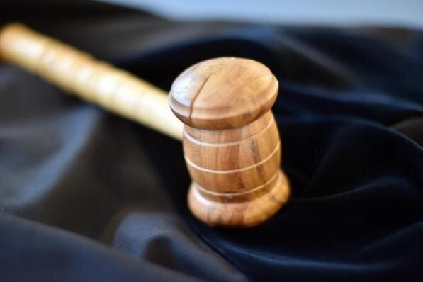Stück Finger abgebissen: Geldstrafe für Angreifer