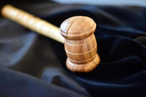 Prozess wegen tödlichem Messerangriff: Verfahren gegen Staatsanwalt und Haftrichter eingestellt