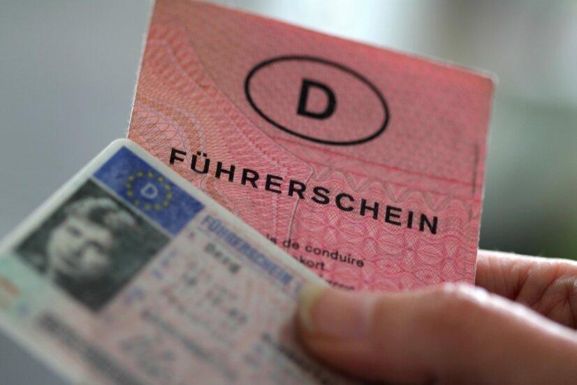 Der Führerschein soll in ein Scheckkartenformat getauscht werden. Es gelten Fristen.