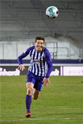 Linksverteidiger Gaetan Bussmann stürmt nach vorn. Der Vertrag des Franzosen beim FC Erzgebirge läuft bis Sommer 2022.