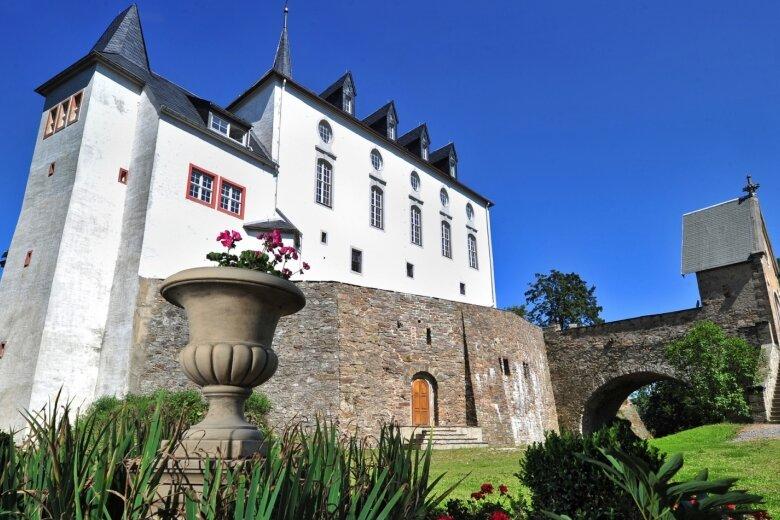 Schloss Purschenstein gilt als Wahrzeichen der Schwartenberggemeinde Neuhausen am Rande des Landkreises Mittelsachsen. Hier wird am kommenden Sonntag ein neues Gemeindeoberhaupt gewählt.