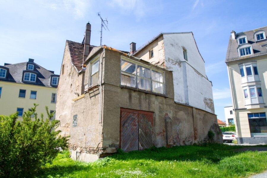 Eigentlich eine Top-Lage zwischen Altmarkt und Johanneskirche - und doch verfällt das Gebäude an der Kirchstraße 3 seit Jahren vor sich hin. Die Stadt stuft es in der höchsten Gefahrenklasse ein, der Abriss droht.