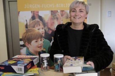 Alexandra Müller, Mitarbeiterin der Bibliothek in Reichenbach, kann endlich wieder ausgeben.