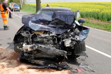 Bei einem Unfall auf der Neefestraße in Chemnitz wurde ein Autofahrer schwer verletzt.