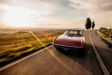Der Anblick ist im Motor Valley kein seltener. Auch ältere Lamborghini-Modelle rollen über die Straße.