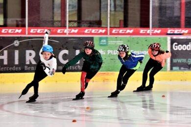Nur die Kadersportler der Crimmitschauer Eisschnelllaufvereine dürfen seit Februar wieder aufs Eis.
