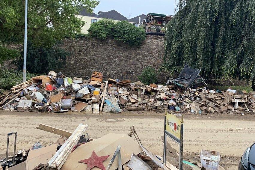 Diese Aufnahme zeigt die Hinterlassenschaften der Familie Klein aus den überfluteten Räumen nach dem Hochwasser in der Nacht auf den 15. Juli in Ahrweiler.