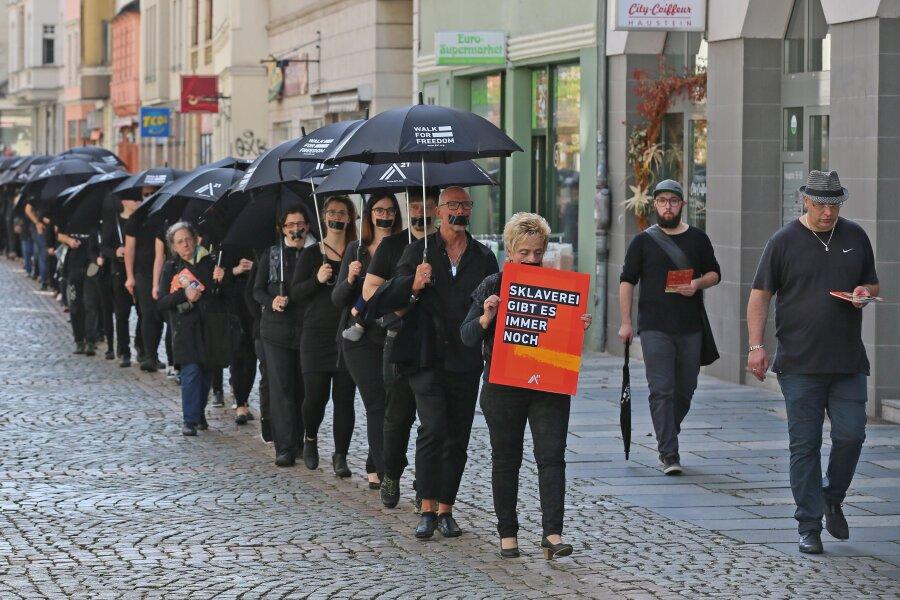 """Rund 130 Teilnehmer haben sich dem ersten """"Walk for Freedom"""" am Samstag in Zwickau angeschlossen."""