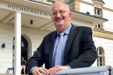 """Das Prinzip """"Abstand halten"""" galt schon bisher an der Hochschule. Nun kündigt Rektor Ludwig Hilmer eine Phase der """"digitalen Quarantäne"""" bis Mitte Januar an."""