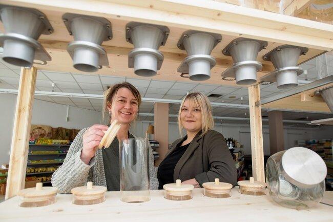 Yvonne Dunger (links) und Miriam Talke haben sich mit einem Geschäft in der Plauener Innenstadt selbstständig gemacht.