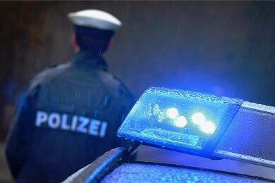Die Polizei ermittelt nach einer mutmaßlichen Kindesentführung in Plauen. Sie sucht Zeugen.