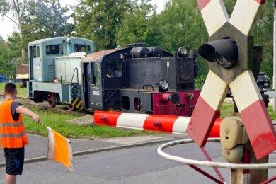Am Bahnübergang Reinsdorfer Straße kam ein zusätzlicher Sicherheitsposten zum Einsatz.