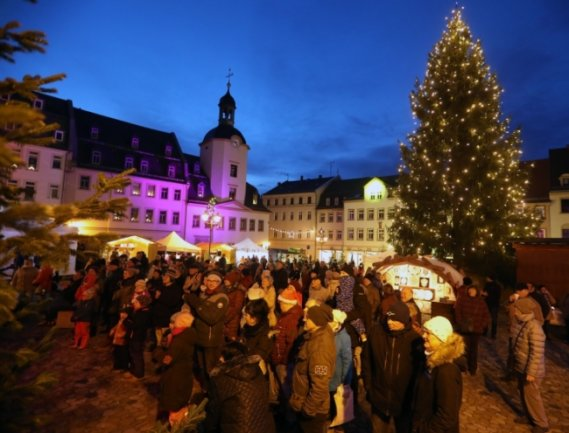 Der Glauchauer Weihnachtsmarkt wird in diesem Jahr nicht stattfinden. 2019 wurde auch auf dem Markt gefeiert.