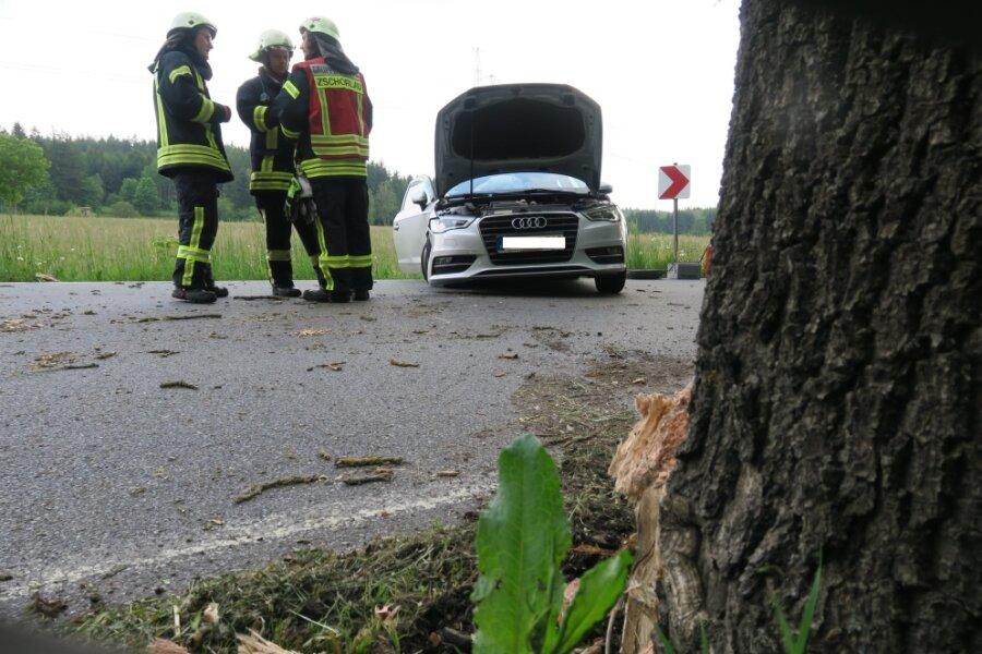 Zwei Schwerverletzte bei Unfall zwischen Zschorlau und Burkhardtsgrün