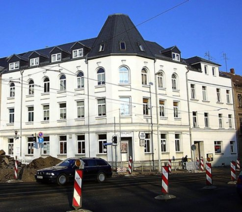 """<p class=""""artikelinhalt"""">Fassadenanstrich, Teilsanierung, ab in den Hochglanzkatalog: Das Haus in der Werdauer Straße 58 in Zwickau war eine der Immobilien, mit denen der Graf aus dem Saarland für seine Geschäfte warb. </p>"""