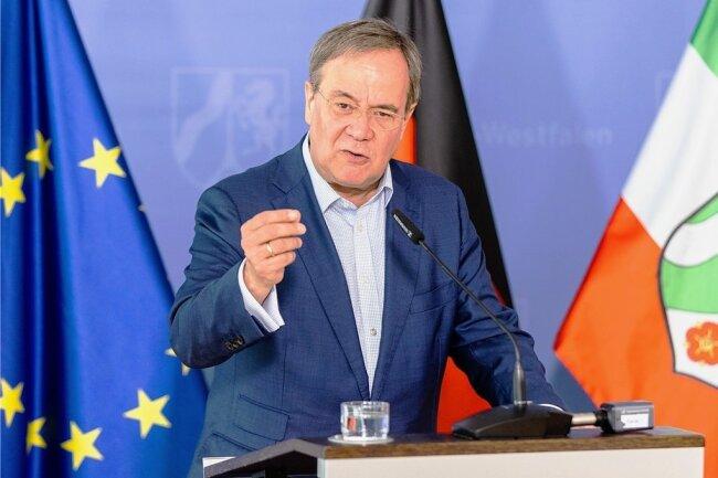 Unionskanzlerkandidat Armin Laschet (CDU) musste sich dafür entschuldigen, dass er in einem Buch von 2009 eine Passage eines anderen Autoren ohne Quellenangabe übernommen hat. Nun soll das Werk insgesamt überprüft werden.