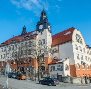 Unter anderem am Clemens-Winkler- Gymnasium in Aue soll am Montag auf das Corona-Virus getestet werden.