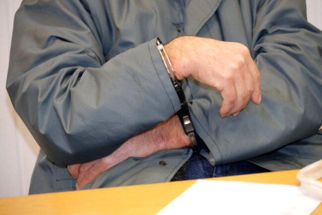 Der Angeklagte wurde zu einer mehrjährigen Haftstrafe verurteilt.