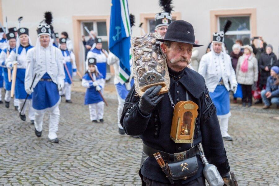 """Von Tradition und Corona: Auch die Annaberger Bergparade - hier Mitglieder der Bergbrüderschaft """"Schneeberger Bergparade"""" - wird es aller Wahrscheinlichkeit nach in diesem Jahr nicht geben."""
