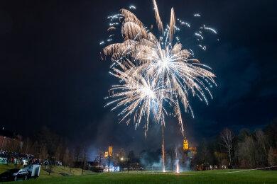 38 verschiedene Feuerwerke hat Pyrotechniker Oliver Scharf am Samstag gezeigt.