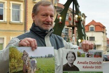 Dietmar Lippert mit dem Kalender 2021 über die berühmteste Siebenlehnerin.