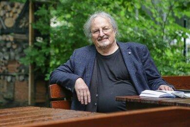Manfred Hastedt, der langjährige Leiter und Mitgründer des Umweltzentrums auf dem Kaßberg, ist in den Ruhestand gegangen. An seinem ehemaligen Arbeitsplatz, hier im Garten des Hauses an der Henriettenstraße, wird er dennoch ab und zu anzutreffen sein.