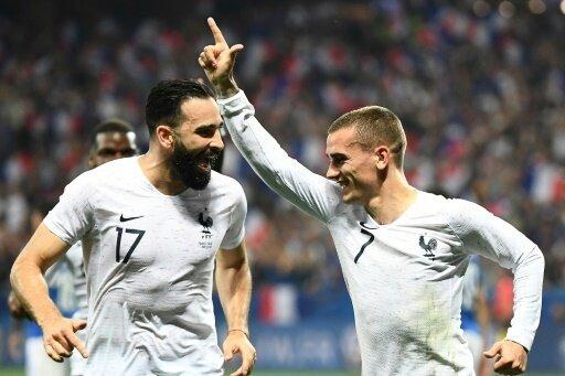 Torschütze Antoine Griezmann (r.) freut sich