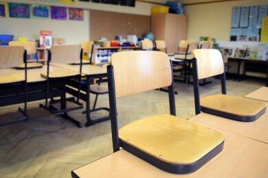 Im Landkreis Zwickau geht die Zahl der Corona-Infektionen weiter nach oben. Nach Angaben des Gesundheitsamtes sind derzeit besonders Schulen betroffen.