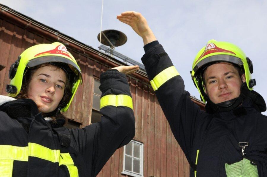 Vanessa Hilbig und Martin Richter von der Freiwilligen Feuerwehr Heinrichsort wollen, dass die Sirene wieder erklingt, wenn sie zum Einsatz ausrücken.