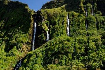 Der Bergsee auf der Insel Flores.