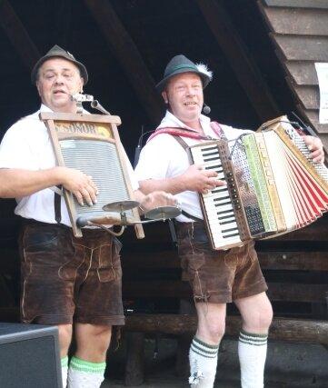 Das Duo Zwio Scandalli sorgte für ordentlich Stimmung.