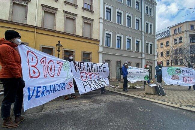 Mitte März demonstrierten wieder Klimaschützerinnen und Klimaschützer, diesmal an unterschiedlichen Orten in Chemnitz. Hier etwa vor dem Büro von Bündnis 90/Die Grünen nahe des Brühls im Zentrum.