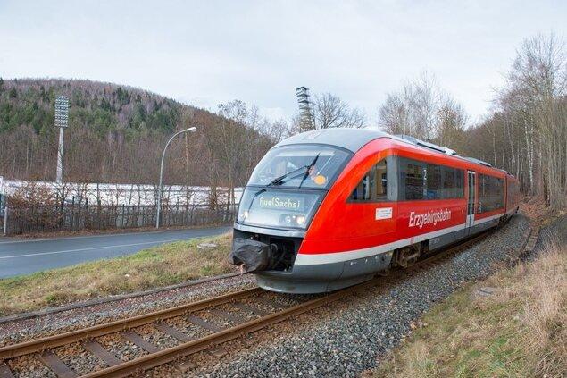 Ein Zug der Erzgebirgsbahn. Die Strecke von Chemnitz nach Aue hat der VMS nicht mehr ausgeschrieben. Weitere Streichungen drohen.