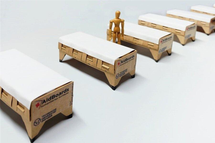 Nicht nur Einweg-Betten, sondern auch OP-Tische aus Pappe sind für die Dresdner Forscher vorstellbar.