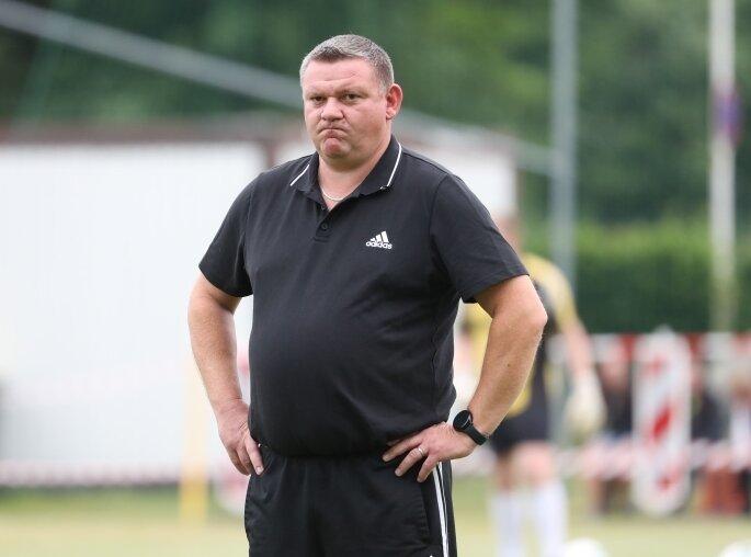 Schaute etwas skeptisch, war am Ende mit seiner Mannschaft aber zufrieden: der neue Klaffenbacher Trainer Mirko Krebs.