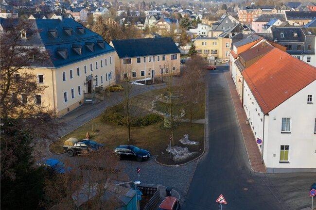 Im Bereich um den Rathausplatz in Thum kommt es ab nächste Woche zu Verkehrseinschränkungen. Grund: Im Tiergartengelände nebenan beginnen die Bauarbeiten.