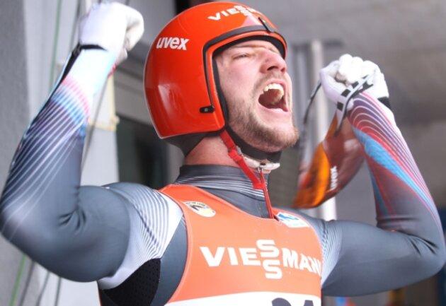 Ralf Palik vom WSC Oberwiesenthal schreit all seine Freude nach dem Gewinn der Silbermedaille bei der EM am Königssee heraus. Wegen Schulterproblemen kam dieser Erfolg, bei dem er auch Olympiasieger Felix Loch bezwang, unerwartet.