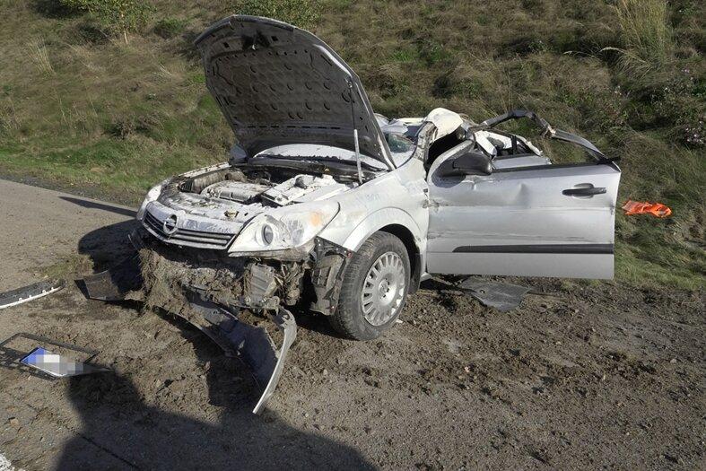 Opel überschlägt sich auf A 72: Fahrerin verletzt