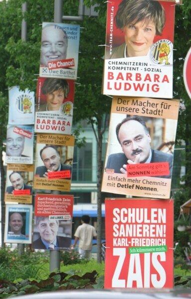 """<p class=""""artikelinhalt"""">Ein Bild, wie bei den Wahlen 2006 in Chemnitz, soll es in Crimmitschau nicht geben. Erlaubt sind maximal zwei Plakate pro Mast.</p>"""