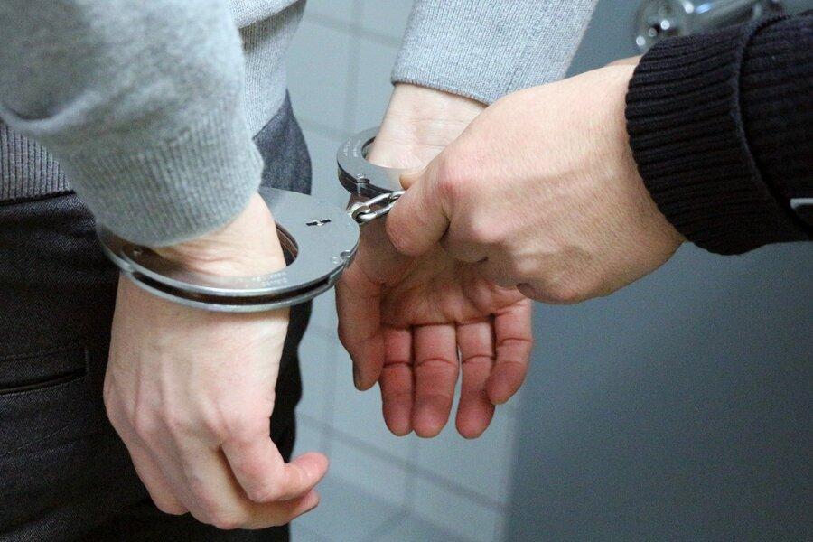 Der alkoholisierte Mann rammte mit einem gestohlenen Gabelstapler einen Audi Q5.