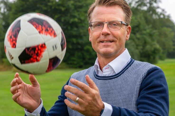Rico Schmitt will zurück ins Fußballgeschäft: Der Trainer, der Erzgebirge Aue 2010 in die 2. Bundesliga geführt hatte und dann sogar Herbstmeister geworden war, ist derzeit vereinslos.